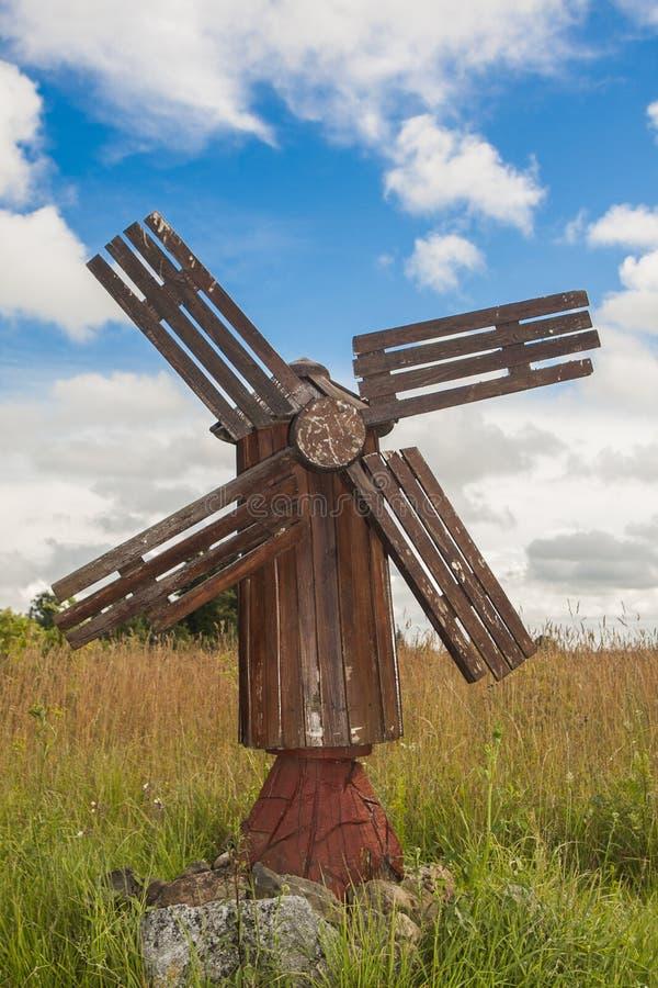 Antieke houten windmolen stock foto's