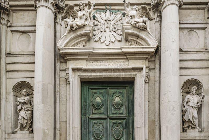 Antieke Kerk die Buitenvoorgevel, Venetië, Italië bouwen royalty-vrije stock fotografie