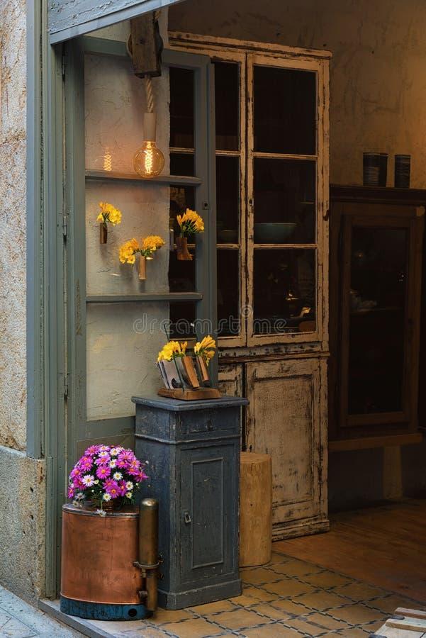 Antieke meubilairwinkel, uitstekend binnenlands, retro ontwerp royalty-vrije stock fotografie