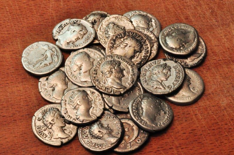 Antieke muntstukken stock foto's