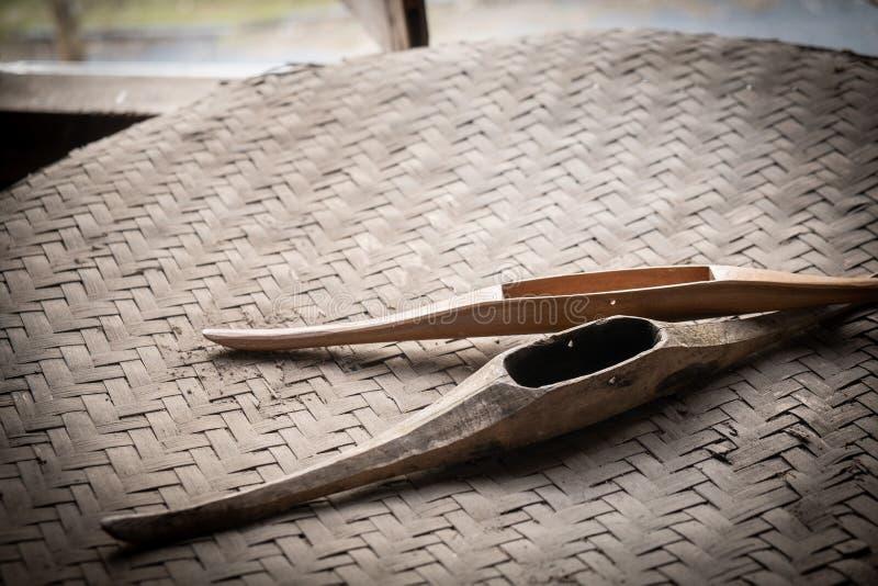 Antieke oude houten pendels voor wevend traditioneel Weefgetouw royalty-vrije stock foto