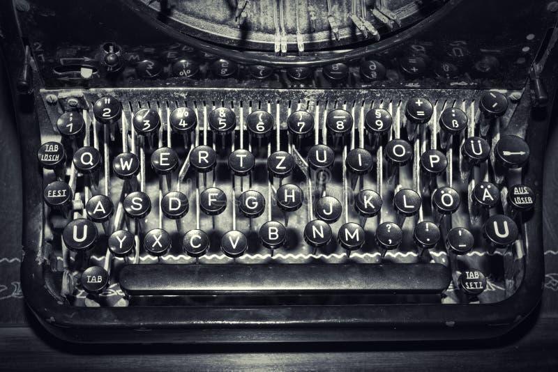 Antieke schrijfmachinesleutels, ondiepe nadruk royalty-vrije stock afbeeldingen