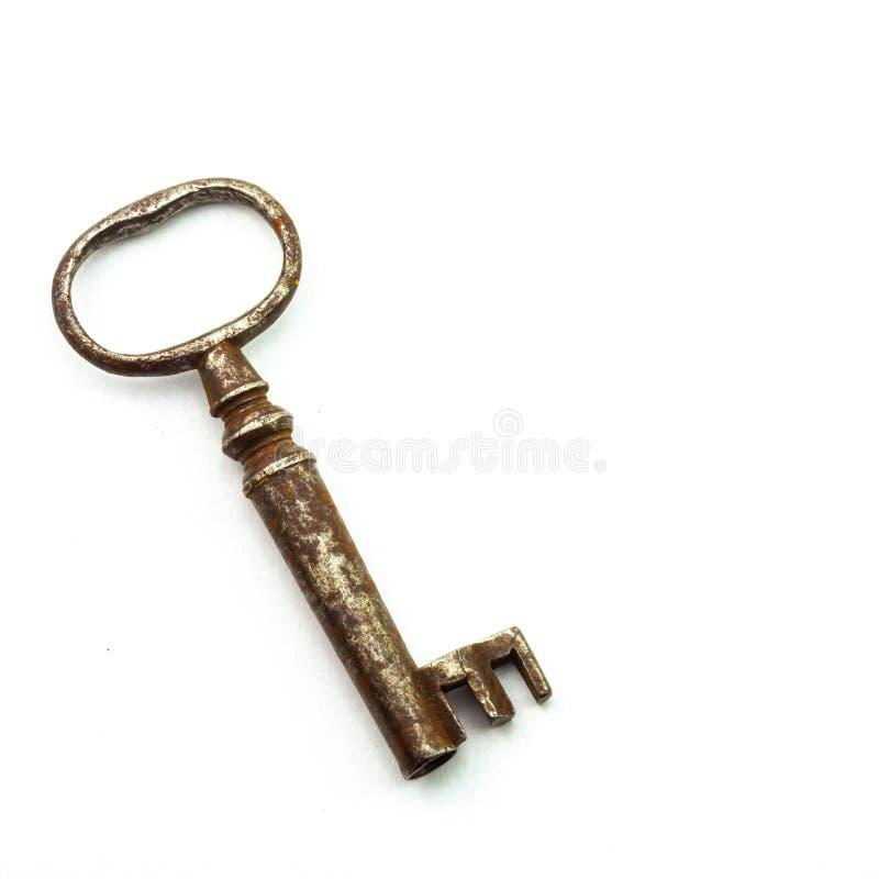 Antieke sleutel op witte achtergrond stock afbeelding