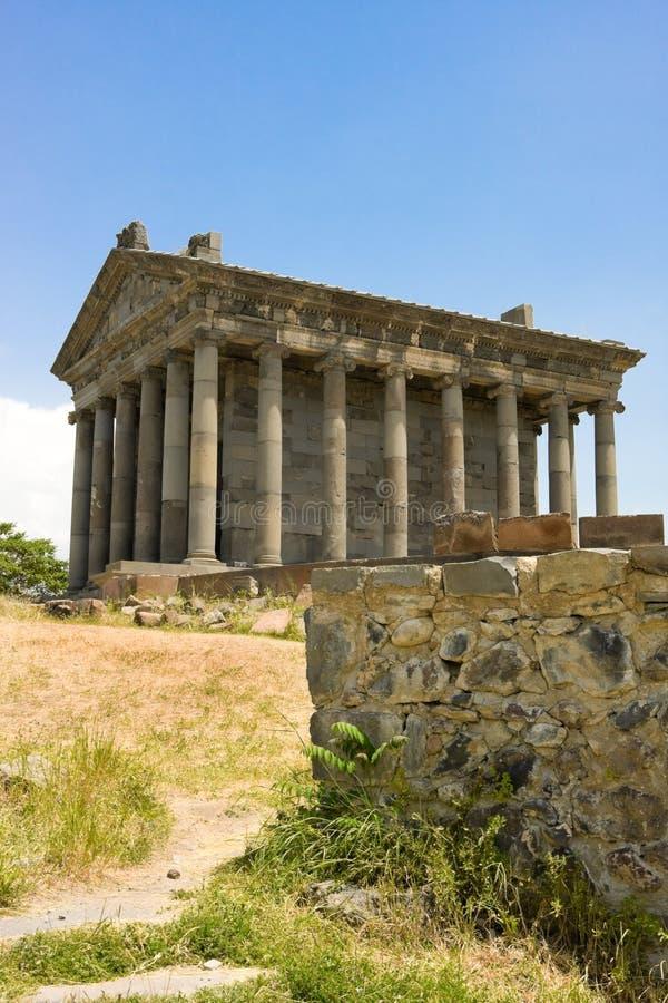 Antieke tempel in Garni, Armenië Oude Armeense heidense tempel in I N e in Armenië royalty-vrije stock fotografie