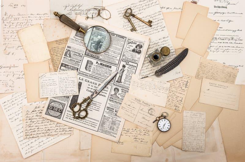 Antieke toebehoren, oude brieven en prentbriefkaaren. efemere verschijnselen royalty-vrije stock fotografie