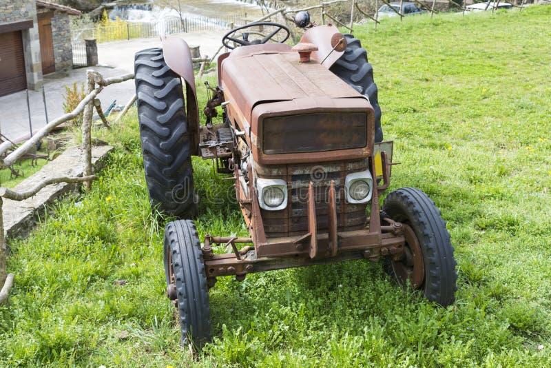 Download Antieke Tractor stock foto. Afbeelding bestaande uit tractor - 54081170