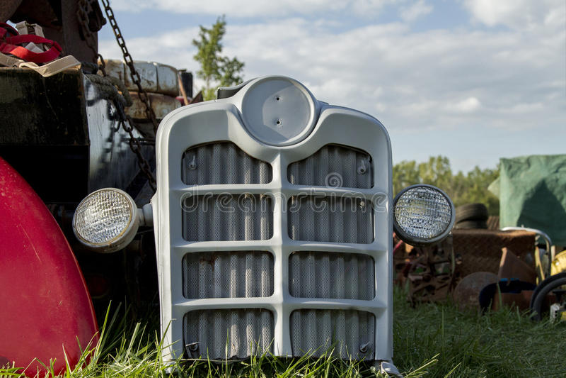 Antieke Tractorgrill met Lichten stock afbeeldingen