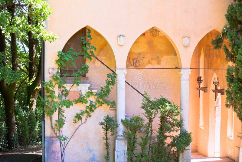 Antieke villa in Italië stock foto's