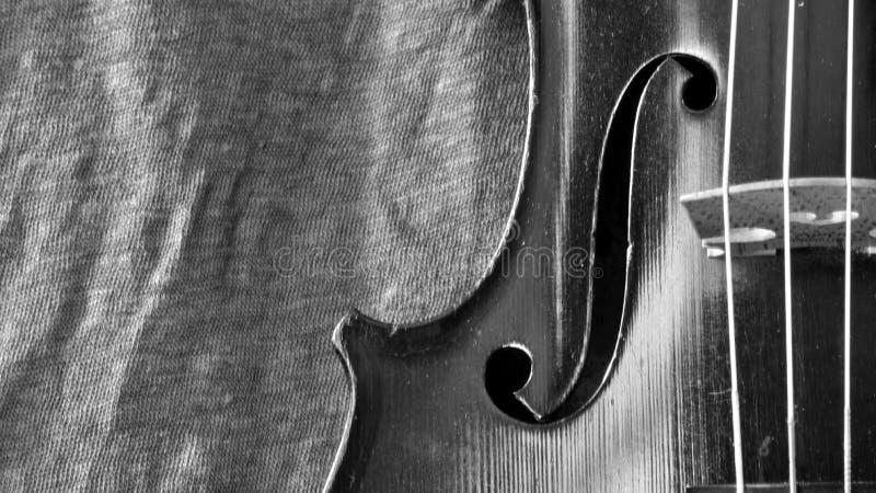 Antieke viool en linnen zwart-witte close-up stock foto's