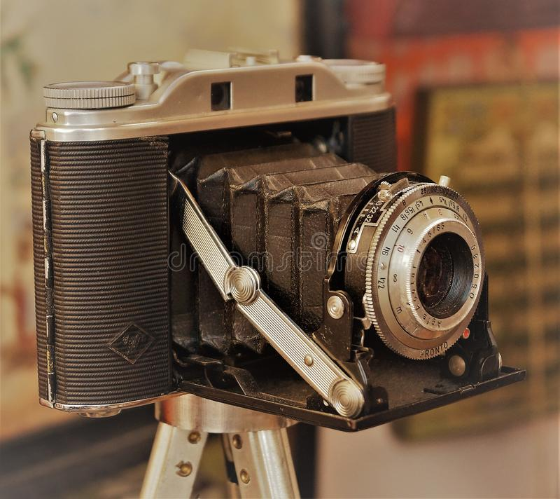Antigüedad cámara de la película de 35 milímetros imagen de archivo libre de regalías