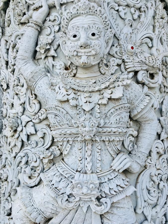 Antiga estátua gigante, decorativa tradicional tailandesa em templo fotografia de stock royalty free