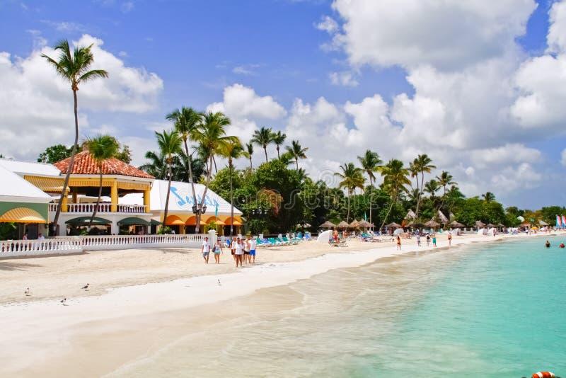 Antigua - bahía de Dickenson de las sandalias frente al mar imagen de archivo