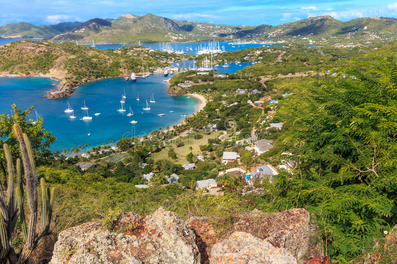 Antigua-Bucht-Luftaufnahme, Falmouth-Bucht, englischer Hafen, Antigua stockfotografie