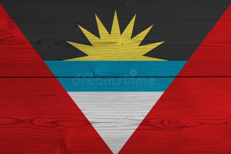 Antigua en de vlag van Barbuda die op oude houten plank wordt geschilderd stock fotografie