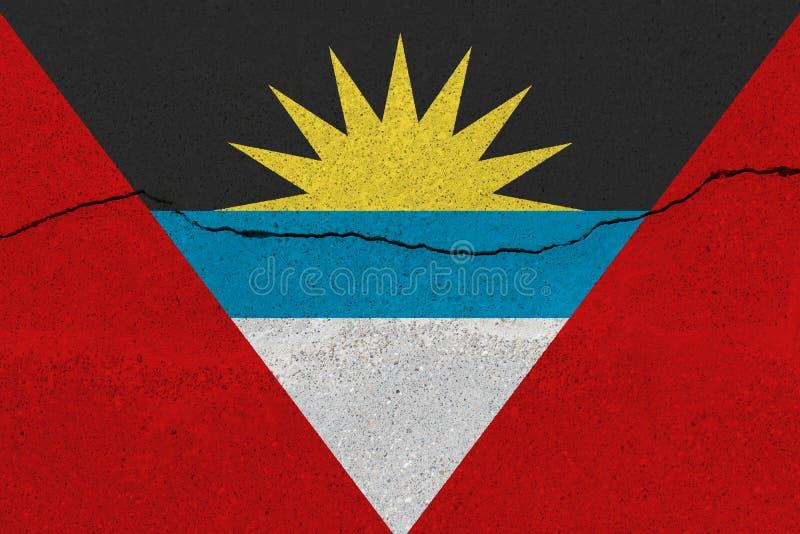Antigua en de vlag van Barbuda op concrete muur met barst royalty-vrije stock foto's