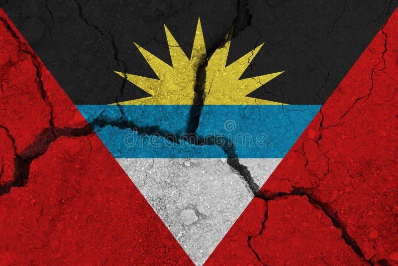 Antigua en de vlag van Barbuda op de gebarsten aarde royalty-vrije stock fotografie