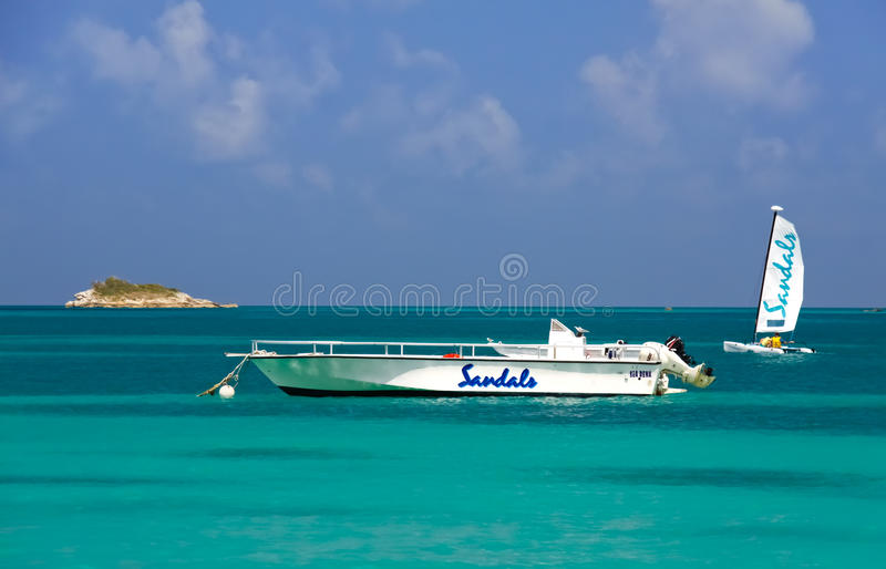 Antigua - Sandelholz-Rücksortierung-Bootfahrt-Abenteuer stockfotos