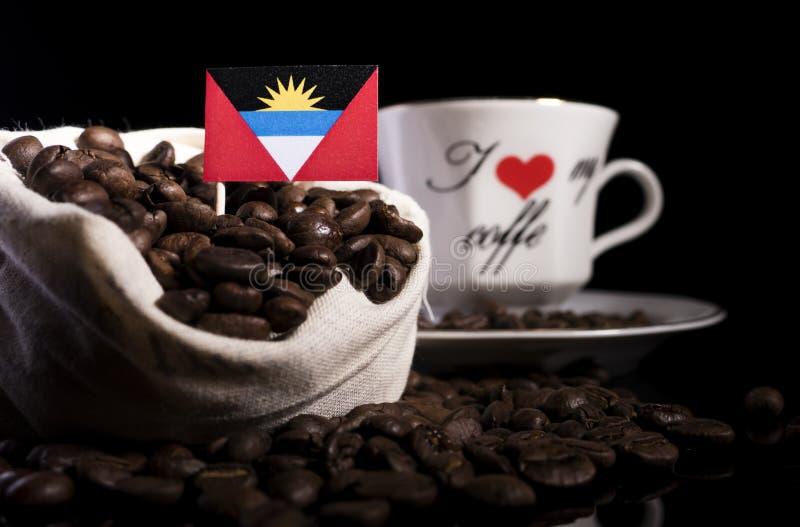 Download Antigua Und Barbuda-Flagge In Einer Tasche Mit Den Kaffeebohnen Lokalisiert Auf Schwarzem Stockbild - Bild von nation, amerikanisch: 96932021