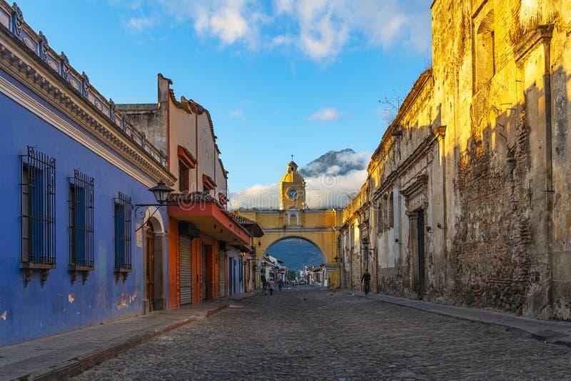 Antiguastad bij Zonsopgang, Guatemala stock afbeeldingen