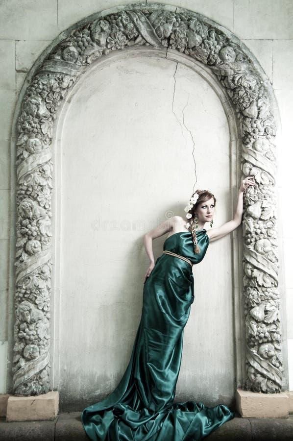 A antiguidade. Retrato da menina bonita atrativa. imagens de stock royalty free