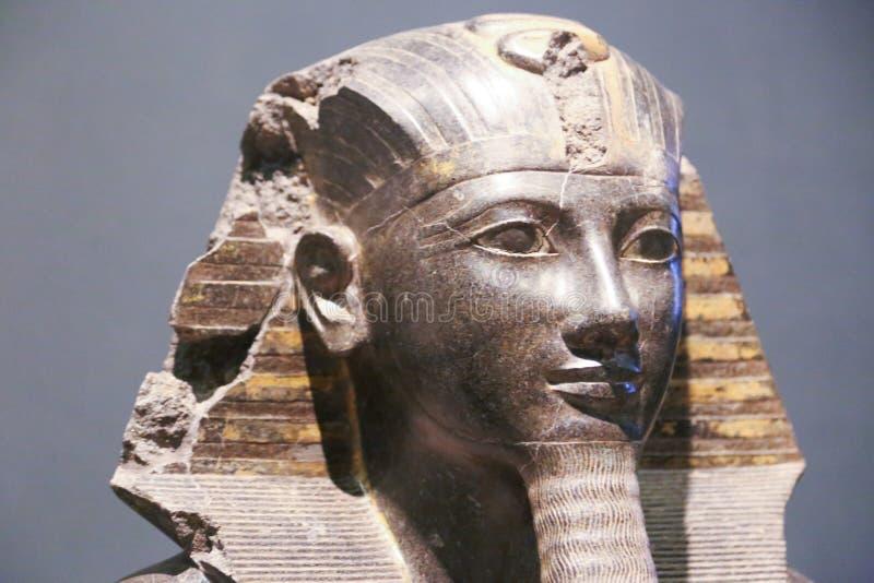 Antiguidades antigas da estátua do rei, museu de Luxor em Egito imagens de stock royalty free