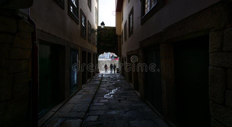 Antiguos arcos de la antigua ciudad de Oporto Portugal foto de archivo