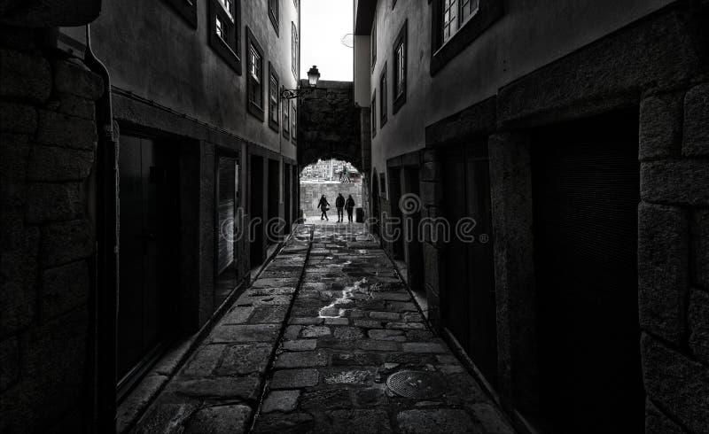 Antiguos arcos de la antigua ciudad de Oporto Portugal imagenes de archivo