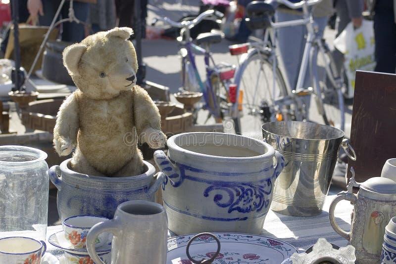 antik björnmarknadsnalle royaltyfria foton