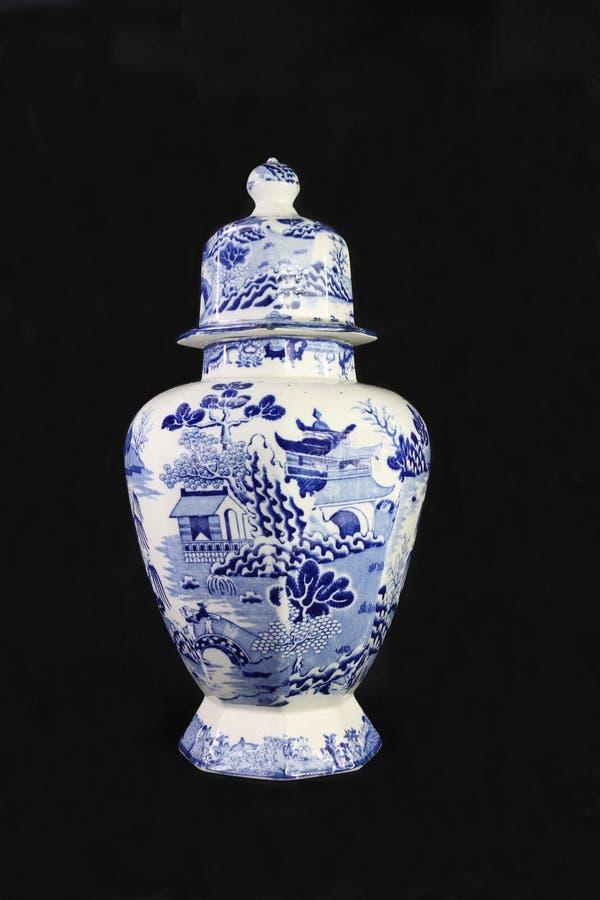 antik blå urnwhite arkivbilder