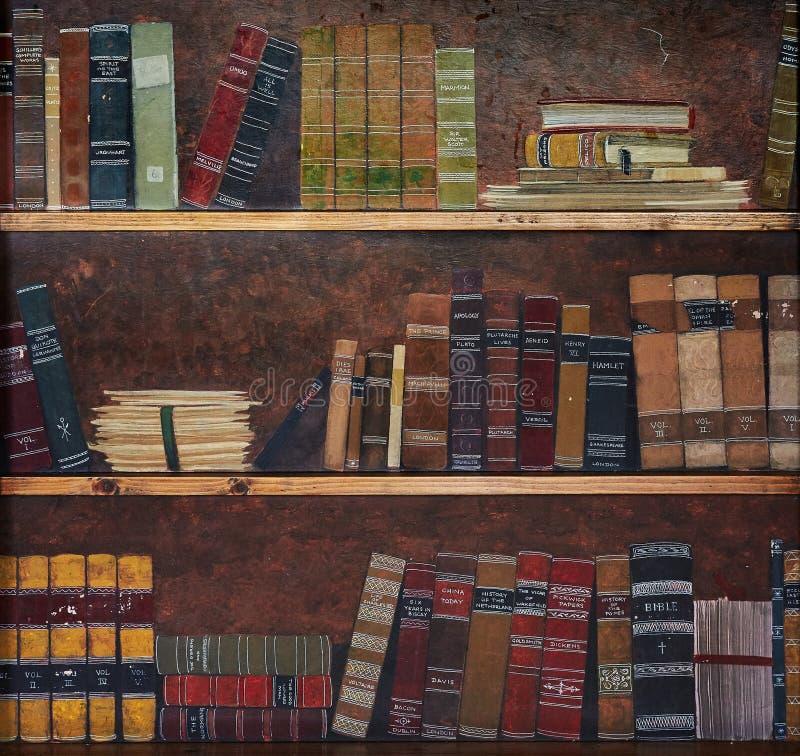 Antik bok på en hylla fotografering för bildbyråer