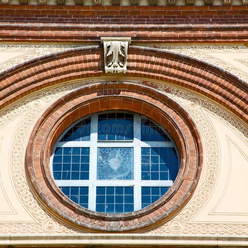 antik contruction i Italien Europa marmor och rosa fönster wen arkivfoto