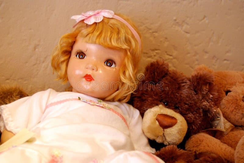 Antik docka och Teddy Bear fotografering för bildbyråer