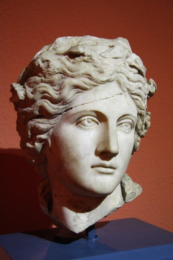 Antik head skulptur av barnmanen arkivbilder