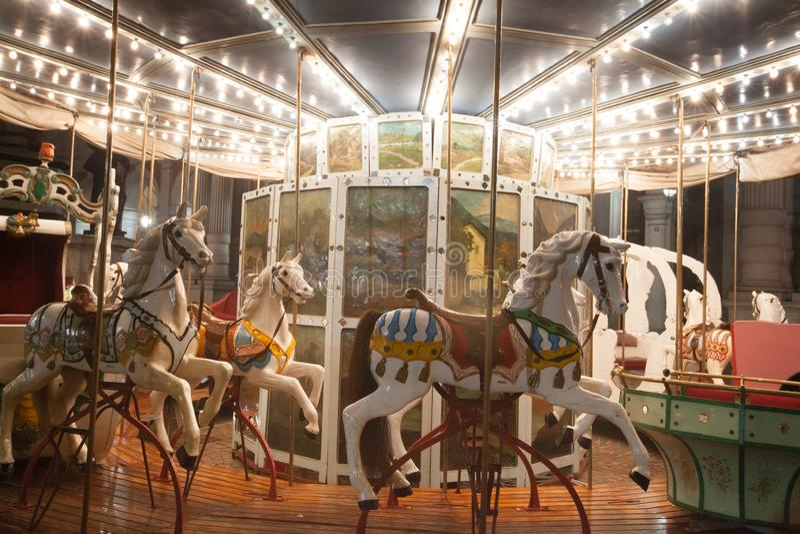 Antik karusell bredvid Palazzo Carignano, Turin, 2013 arkivfoto