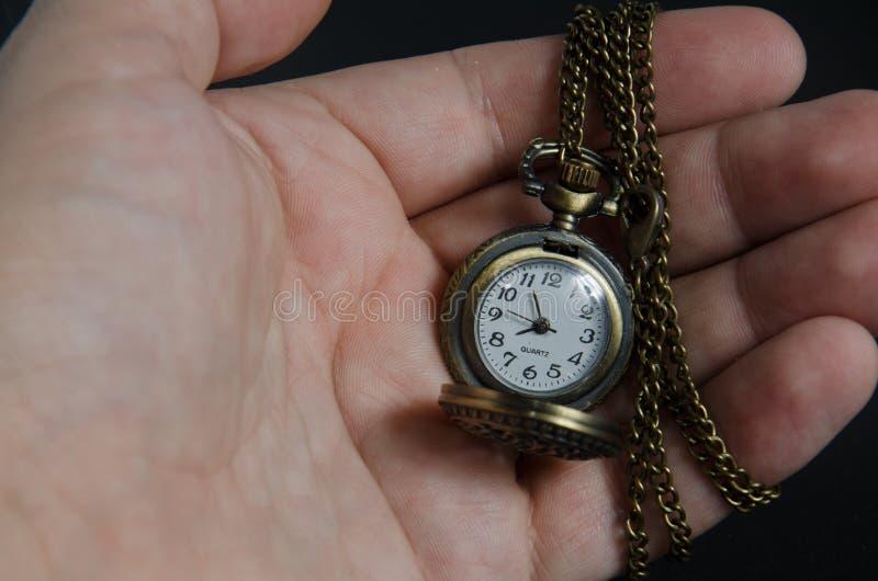 Antik klockahåll i handtappning arkivfoto