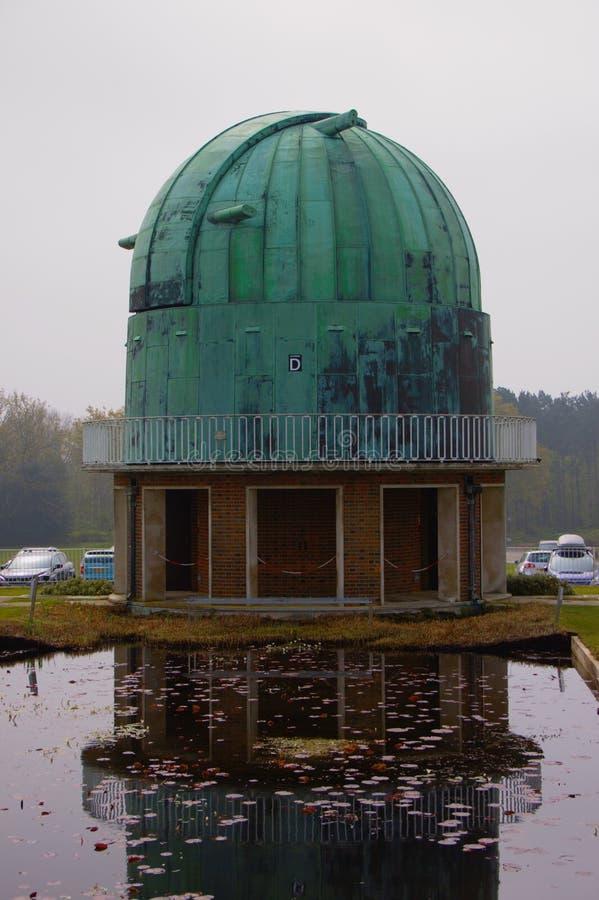 Antik observatorium med kopparkupolen arkivfoto