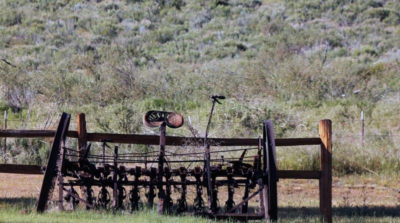 Antik plog på en ranch royaltyfria bilder