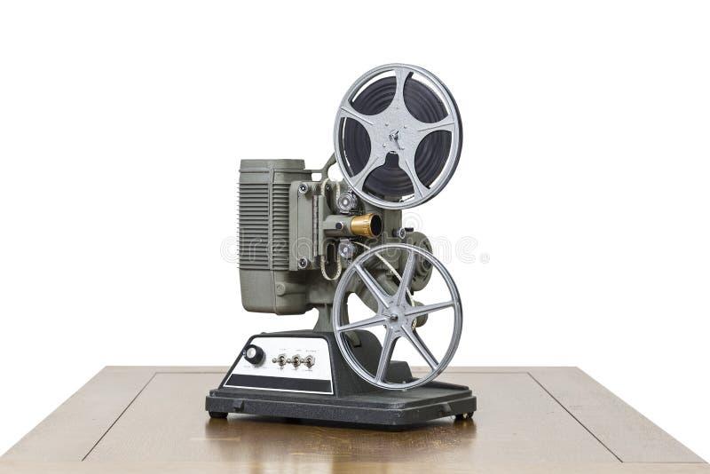 Antik projektor för hem- film på trätabellen som isoleras på vit royaltyfri foto