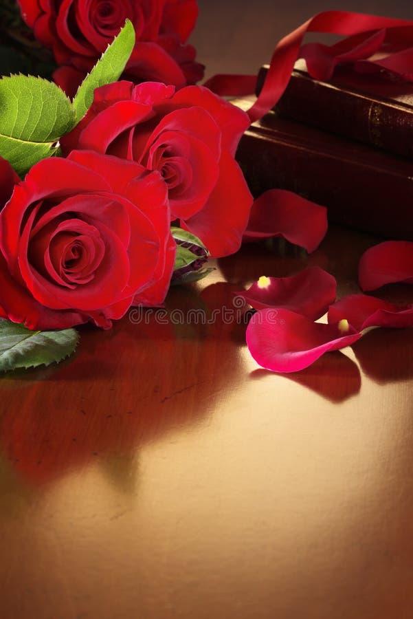 antik röd rotabell royaltyfria foton