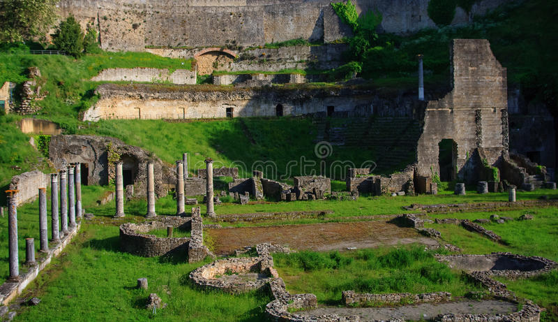 Antik romersk Theatre i Volterra arkivbilder