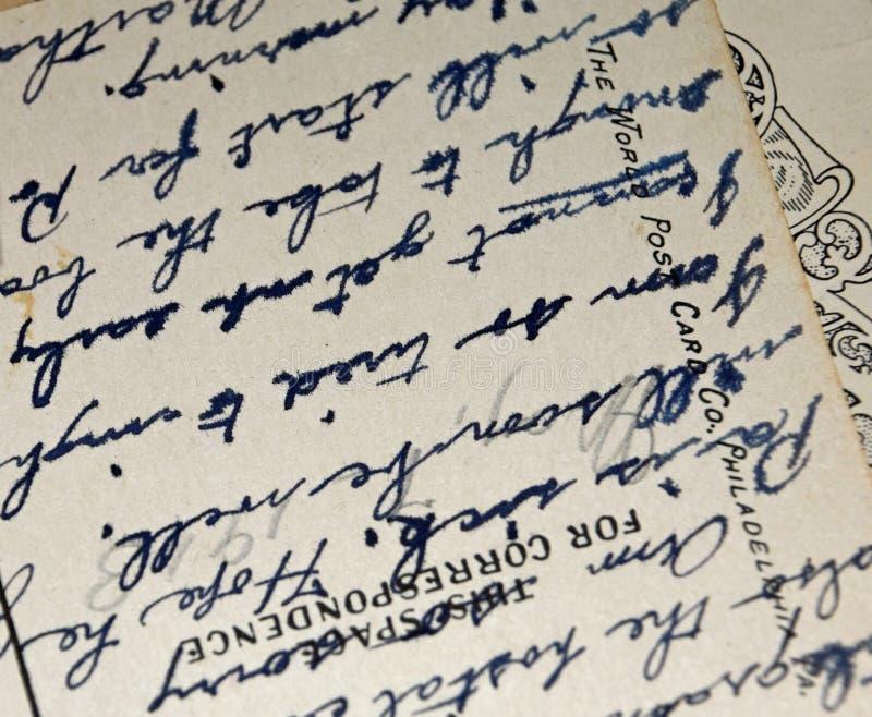 Antik skrift f?r tappninghandskrift p? vykortet royaltyfria foton