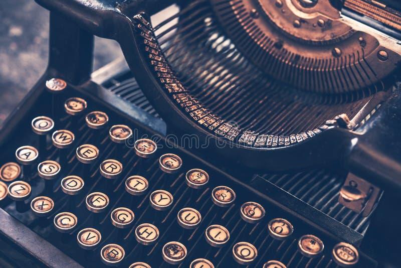 antik skrivmaskin arkivbild
