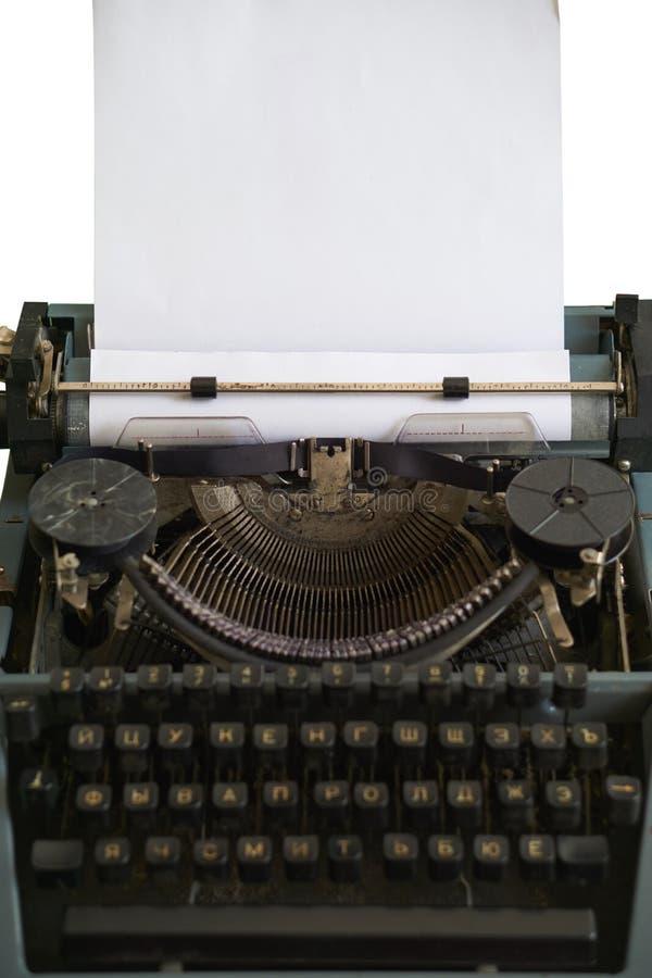 Antik skrivmaskin med bandet och vagnen arkivbilder