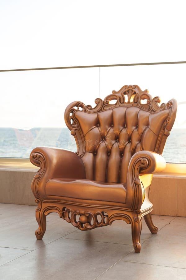 Antik stol på terrass arkivfoto