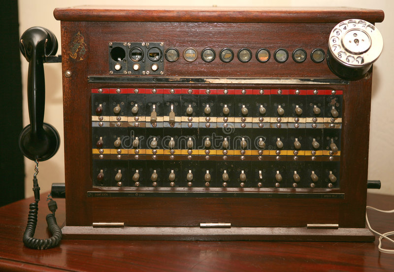 antik switchboardtelefon royaltyfria bilder