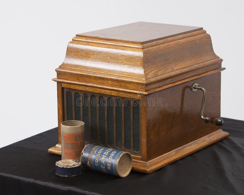 Antik tappning som antecknar den ljudsignal spelaren Edison Cylinder Phonograph för vev arkivbilder