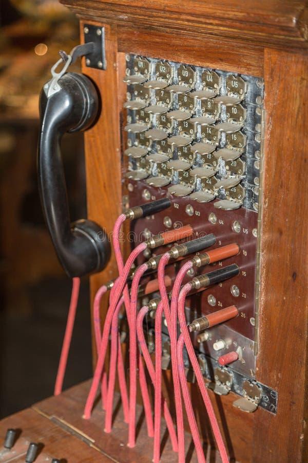 Antik tappningtelefonväxel, kommunikationsanslutning royaltyfria foton