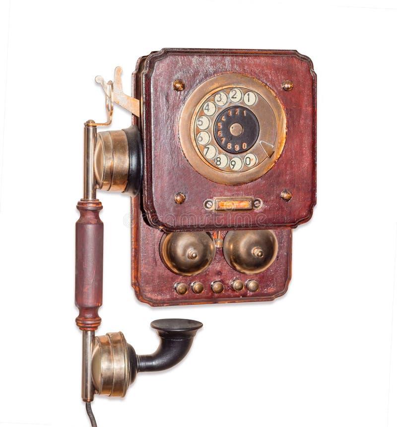 Antik väggtelefon med den roterande visartavlan på vit bakgrund royaltyfri foto