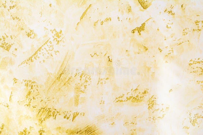 Antik väggyttersida, gul textur av dekorativ murbruk, arkitekturabstraktionbakgrund arkivfoton