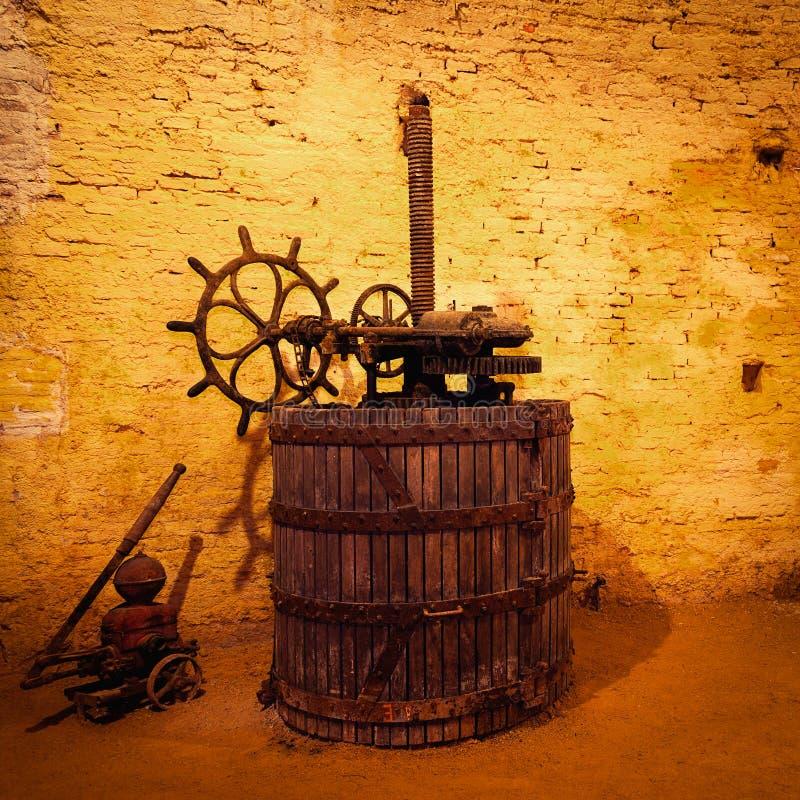 Antik vinpress royaltyfri foto